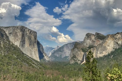 Tunnel View in Yosemite National Park. From this view, you can see El Capitan, Bridalveil Falls, Three Brothers, and Half Dome.