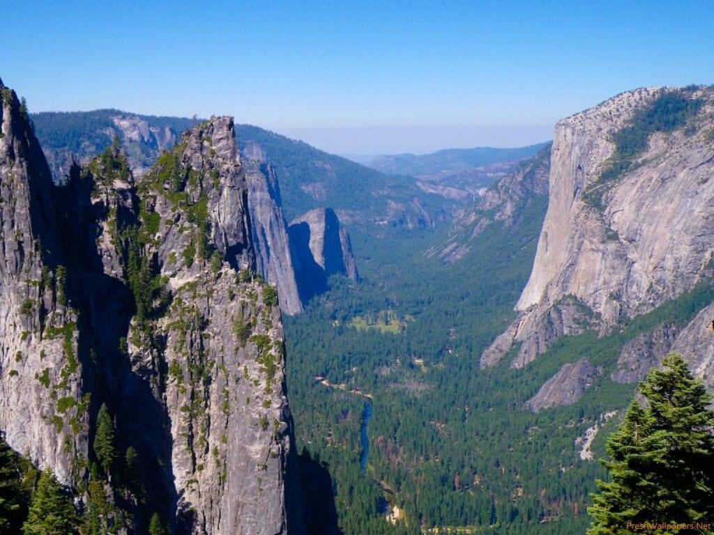 valley between mountains